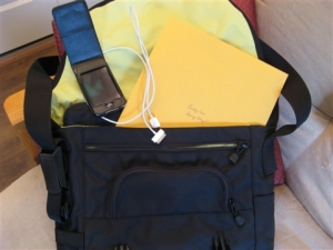 laptop-bag-with-itouch